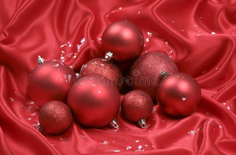 Bolas rojas de la Navidad imagenes de archivo