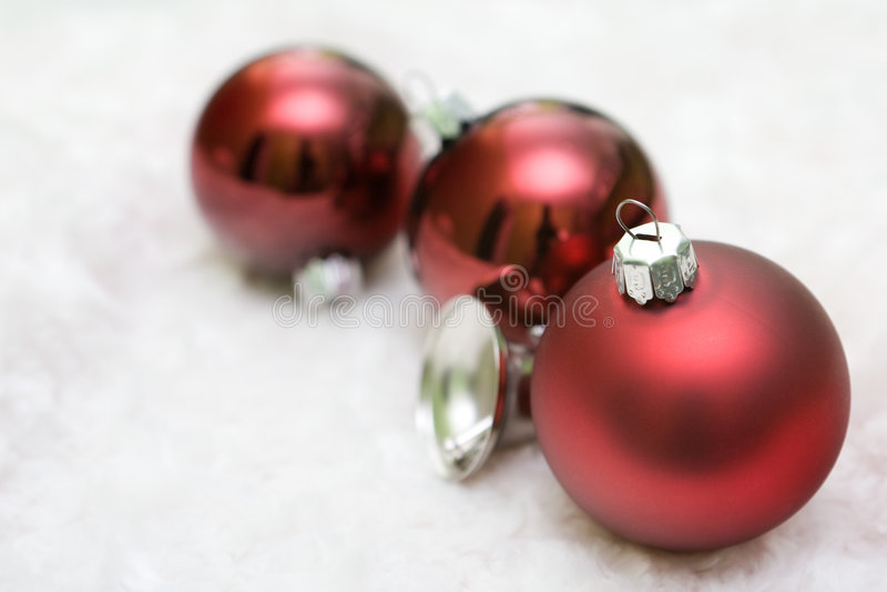 Download Bolas rojas de la Navidad imagen de archivo. Imagen de caída - 7150403