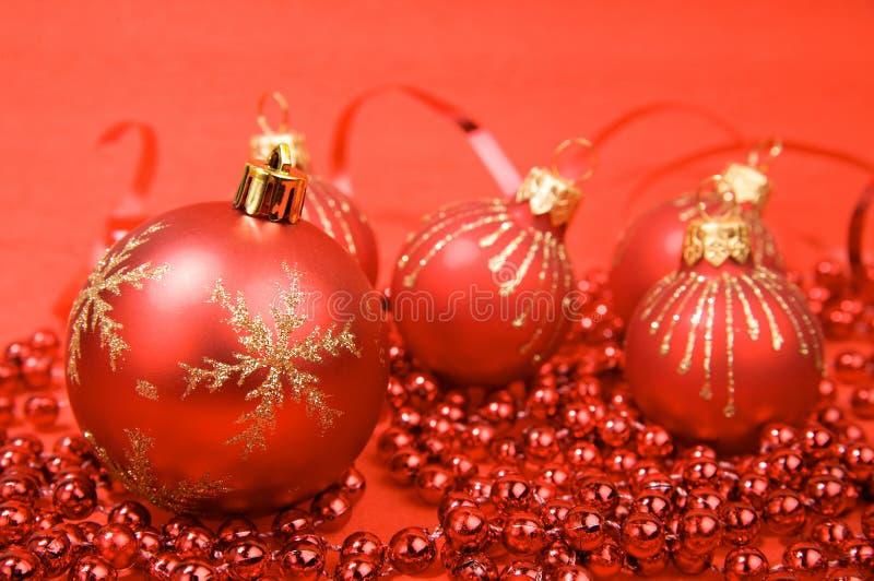 Download Bolas rojas de la Navidad foto de archivo. Imagen de elegancia - 7289878