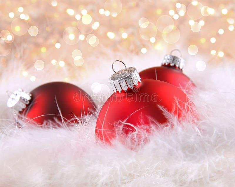 Bolas De Navidad Rojas Sobre Fondo Verde: Bolas Rojas De La Navidad Con El Fondo Abstracto Imagen De