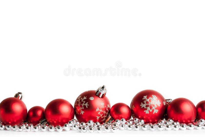 Bolas rojas de la Navidad en blanco fotos de archivo libres de regalías