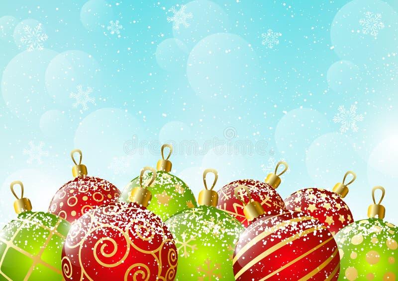 Bolas rojas y verdes de Navidad en fondo del cielo stock de ilustración