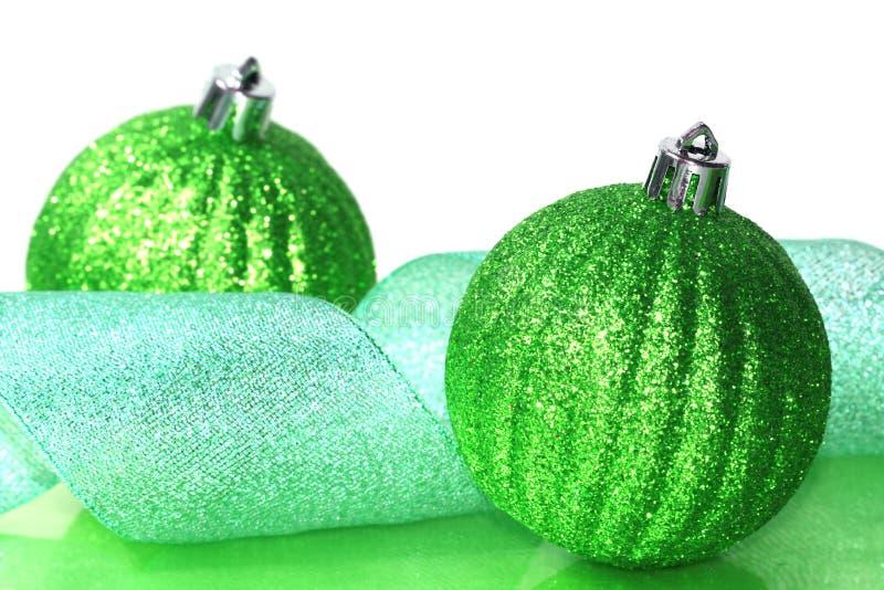Bolas verdes de la Navidad imagenes de archivo