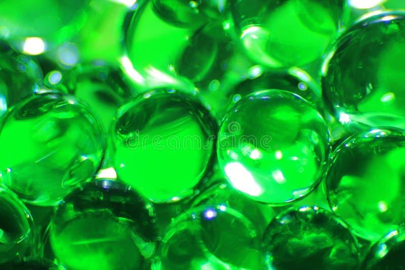 Bolas verdes - fundo da cor - imaginação e poupança de tela da beleza imagens de stock