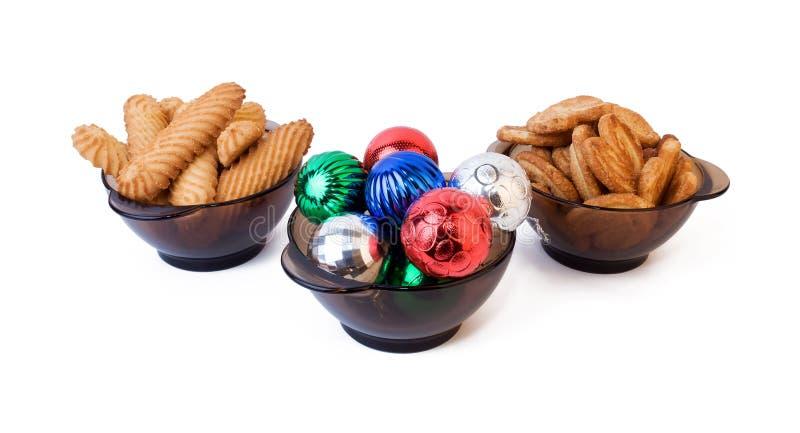 Bolas y galletas de la Navidad foto de archivo