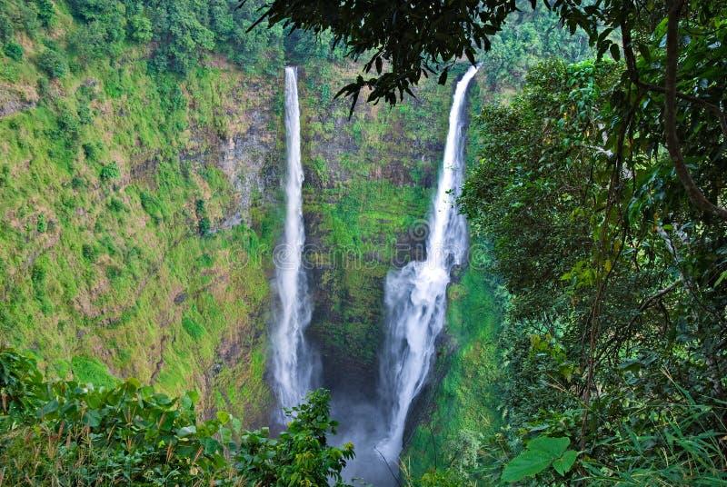 bolaven la cascade à écriture ligne par ligne du Laos de côte photographie stock libre de droits