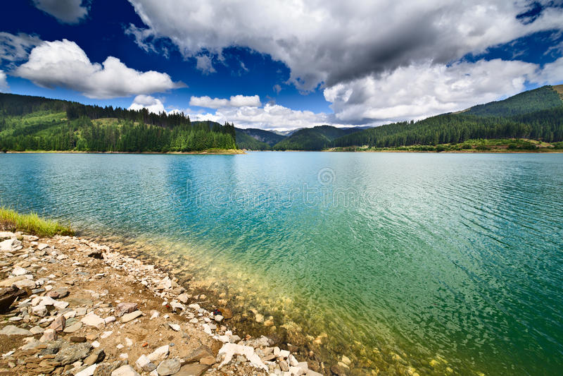 bolboci bucegi水坝湖山罗马尼亚 免版税库存照片