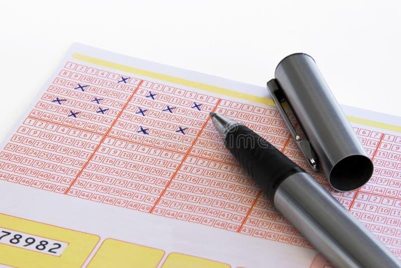 Boleto de lotería hecho tictac con el lápiz imágenes de archivo libres de regalías