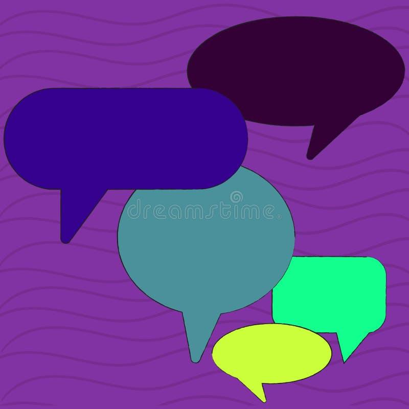 Bolha vazia colorida do discurso de muitas formas diferentes Balão do texto em vários tamanhos e em máscaras Ideia criativa do fu ilustração royalty free