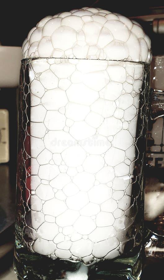 Bolhas da cerveja de gelo seco imagem de stock royalty free