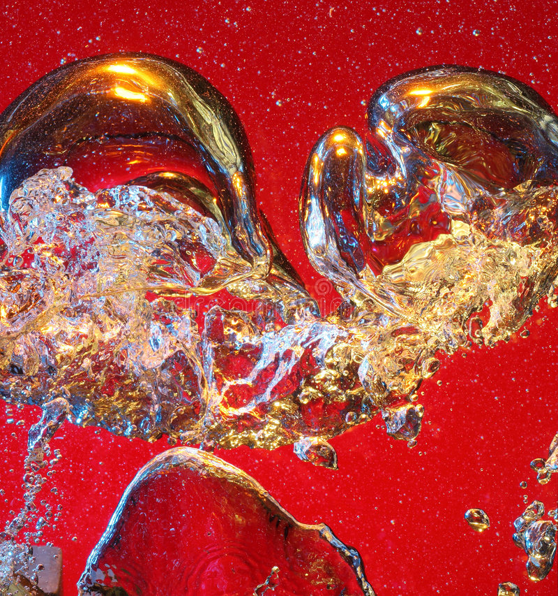Bolhas de ar que levantam-se na água foto de stock