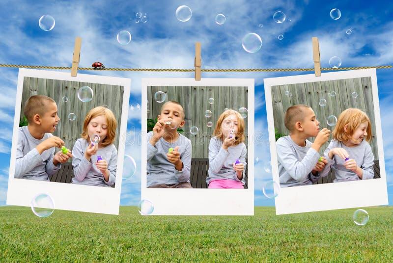 Bolhas de sabão de sopro do irmão e da irmã imagem de stock