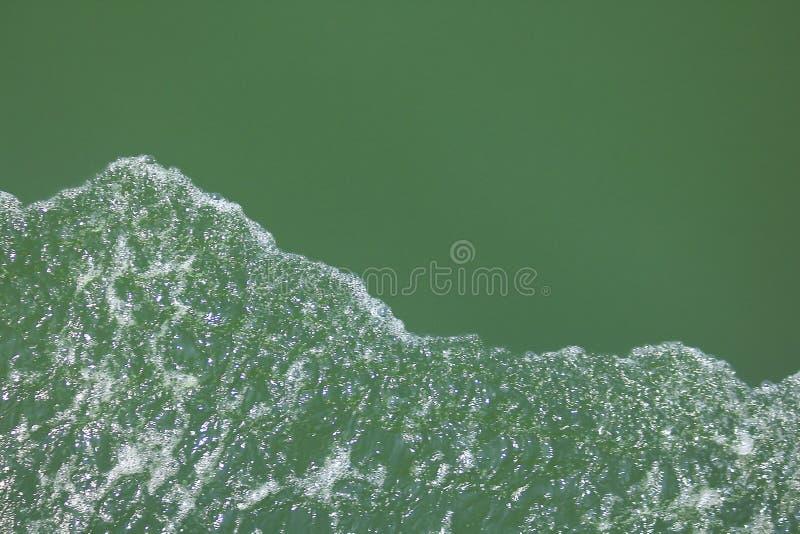 Bolhas que flutuam no mar imagem de stock