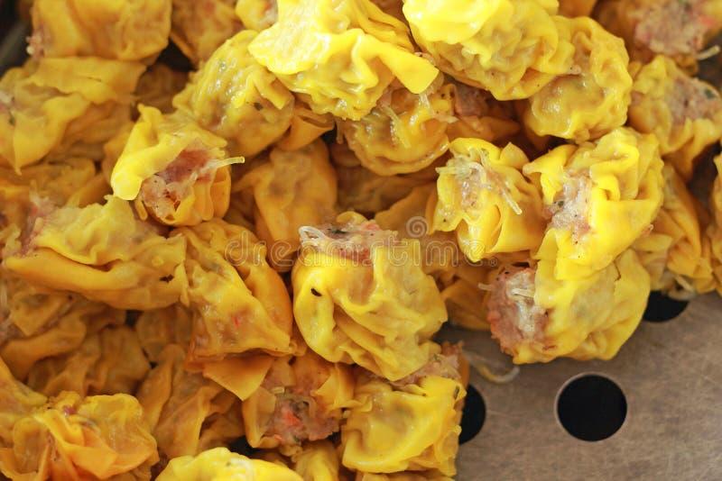 Bolinhas de massa cozinhadas chinês da carne de porco - Siu Mai imagens de stock royalty free