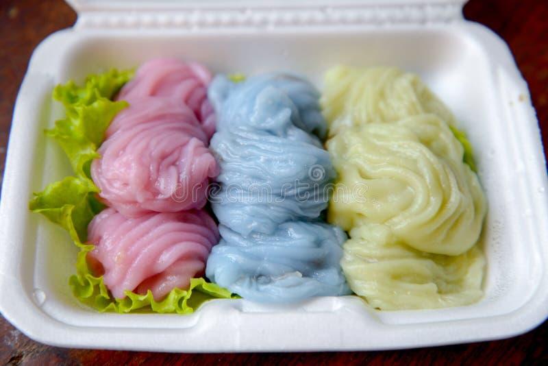 Bolinhas de massa cozinhadas tailandesas da arroz-pele imagens de stock royalty free