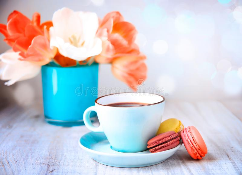 Bolinho de amêndoa e café, dia do ` s da mãe do chá imagem de stock royalty free