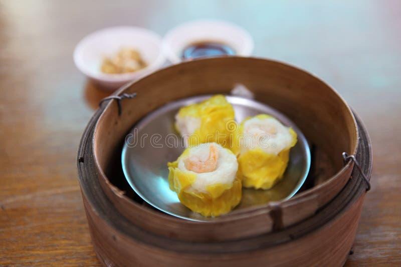 Bolinho de massa cozinhado chinês imagens de stock