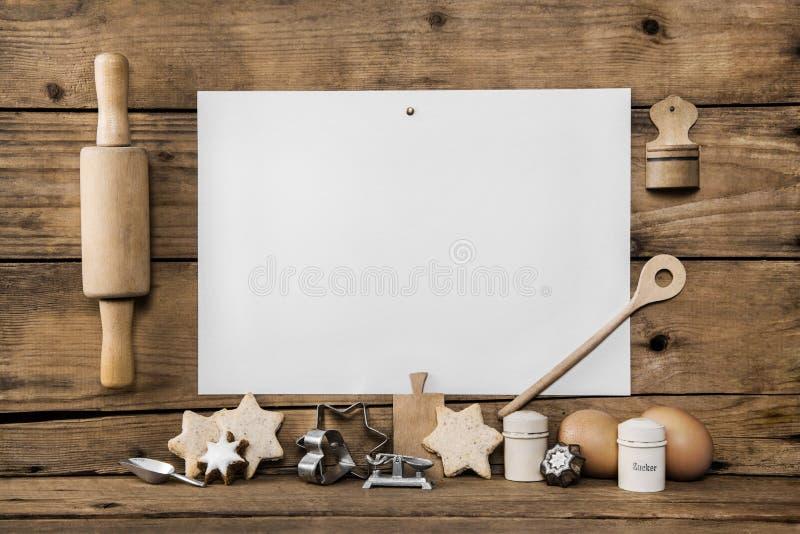 Bolinhos caseiros do Natal Cozer com receita possui biscoitos woo imagem de stock royalty free