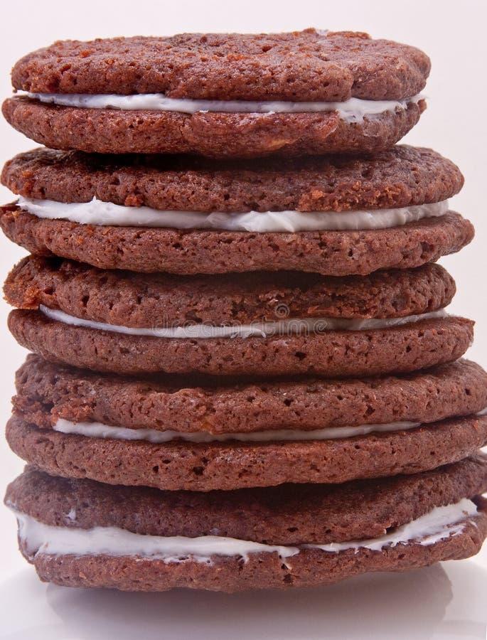 Bolinhos caseiros do sanduíche do chocolate fotografia de stock