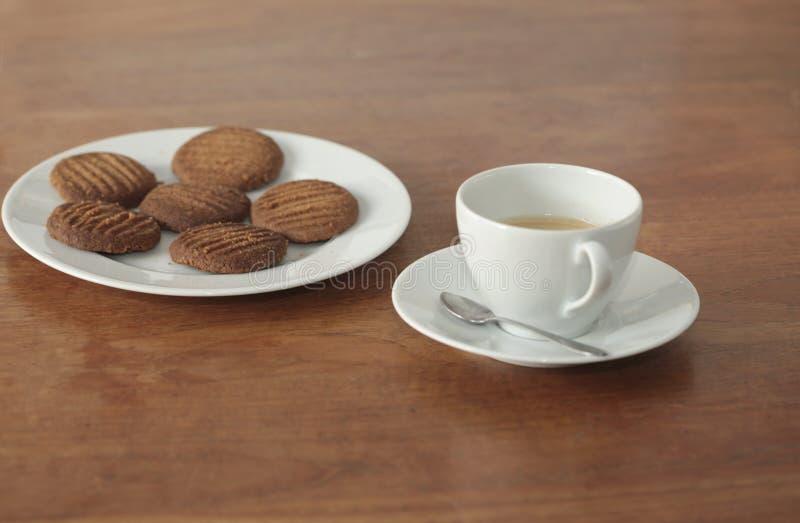 Bolinhos caseiros e um copo do coffe imagens de stock