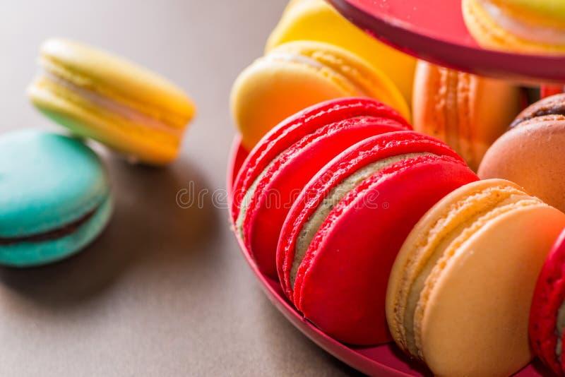 Bolinhos de amêndoa coloridos fotografia de stock royalty free
