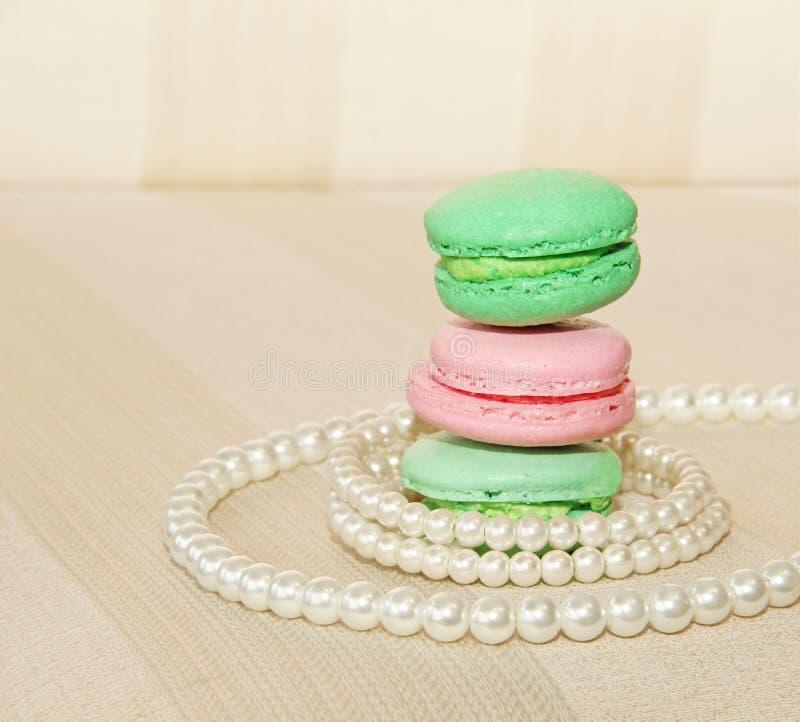 Bolinhos de amêndoa e pérolas franceses doces e coloridos fotos de stock royalty free