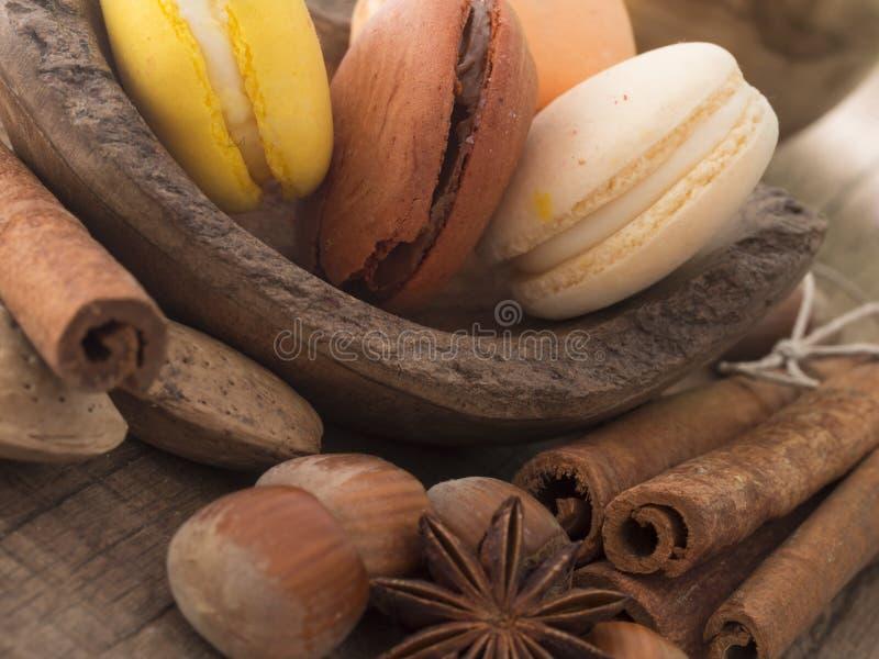 Bolinhos de amêndoa saborosos com avelã imagens de stock royalty free
