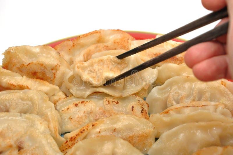 Bolinhos de massa chineses fritados fotografia de stock royalty free
