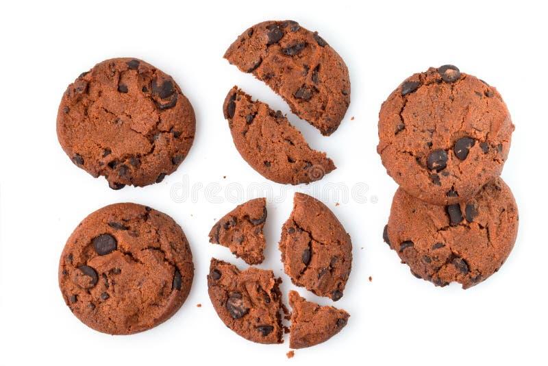 Bolinhos de microplaqueta de chocolate isolados no fundo branco Biscoitos doces Pastelaria caseiro imagens de stock