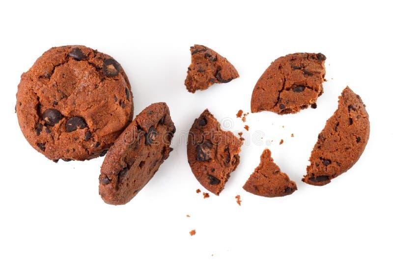 Bolinhos de microplaqueta de chocolate isolados no fundo branco Biscoitos doces Pastelaria caseiro imagem de stock