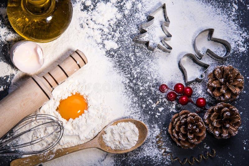Bolinhos do Natal Ingredientes para o cozimento fotografia de stock royalty free