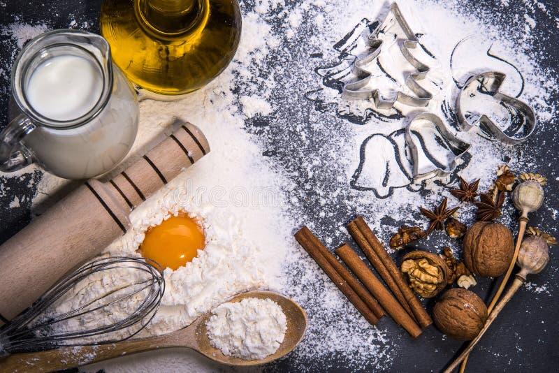Bolinhos do Natal Ingredientes para o cozimento imagens de stock royalty free