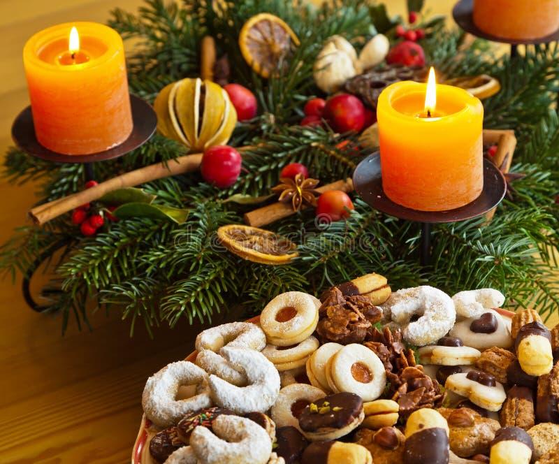Bolinhos e biscoitos para o Natal imagem de stock