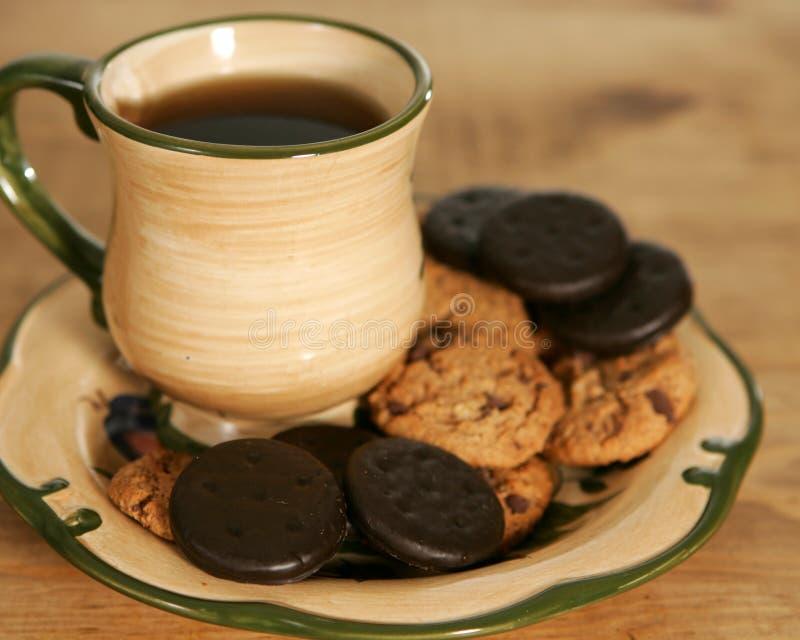 Download Bolinhos e café imagem de stock. Imagem de manhã, placa - 527025