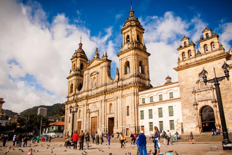Bolivar Simon Square e a catedral em Bogotá, Colômbia Cand imagens de stock