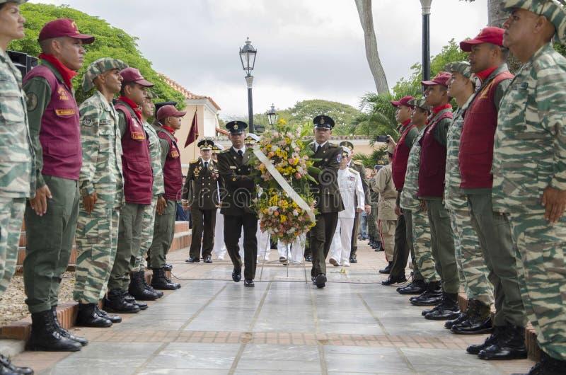 Bolivarian Venezolaanse militair in de handeling in herdenking van de verjaardag bij 198 jaar stock afbeeldingen