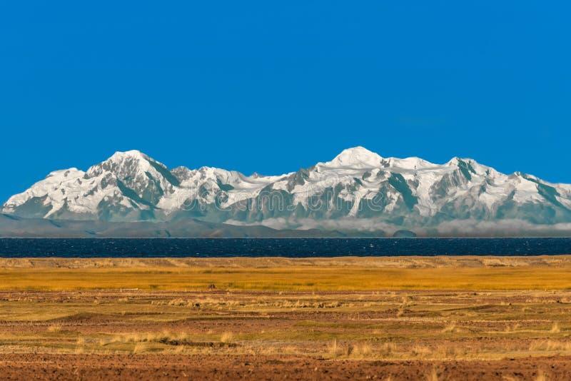 Boliviaanse bergen van het Peruviaanse Meer Puno Peru van de Andes Titicaca stock afbeeldingen