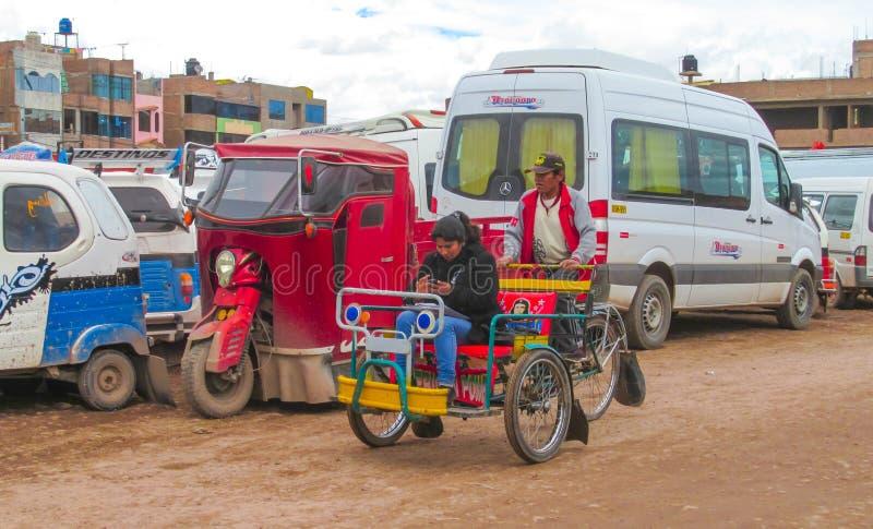 Boliviaanse cholitavrouwen stock foto's