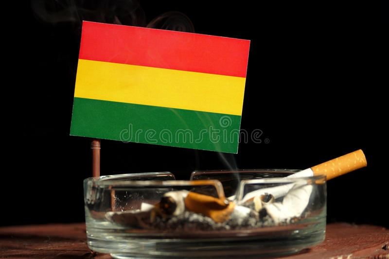 Download Bolivianische Flagge Mit Brennender Zigarette Im Aschenbecher Lokalisiert Auf Schwarzem Stockfoto - Bild von schwarzes, gefahr: 96934836