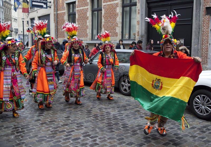 Boliviansk karnevalprocession i Bryssel arkivbilder