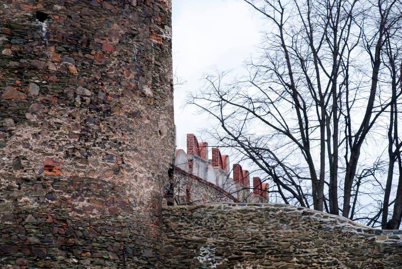 Bolkow slott, befästningvägg Fäll ned Silesia arkivbilder