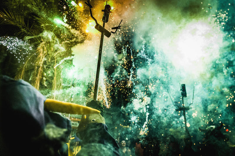 Boll de Diables på Correfoc i Barcelona royaltyfria bilder