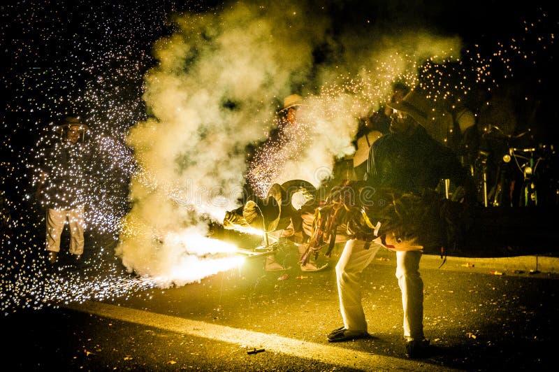 Boll de Diables på Correfoc i Barcelona royaltyfria foton