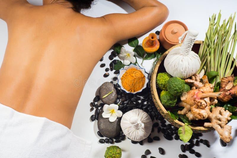 Boll för massage för örter för aromterapi naturlig arkivfoto
