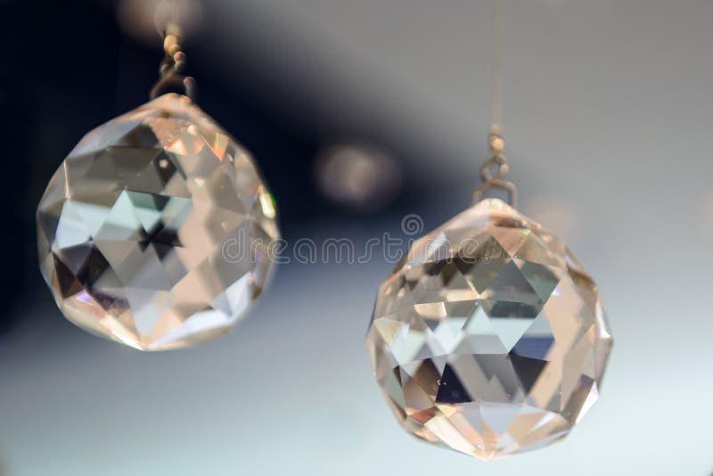 Bollar är exponeringsglas fasetterat hänga royaltyfria bilder