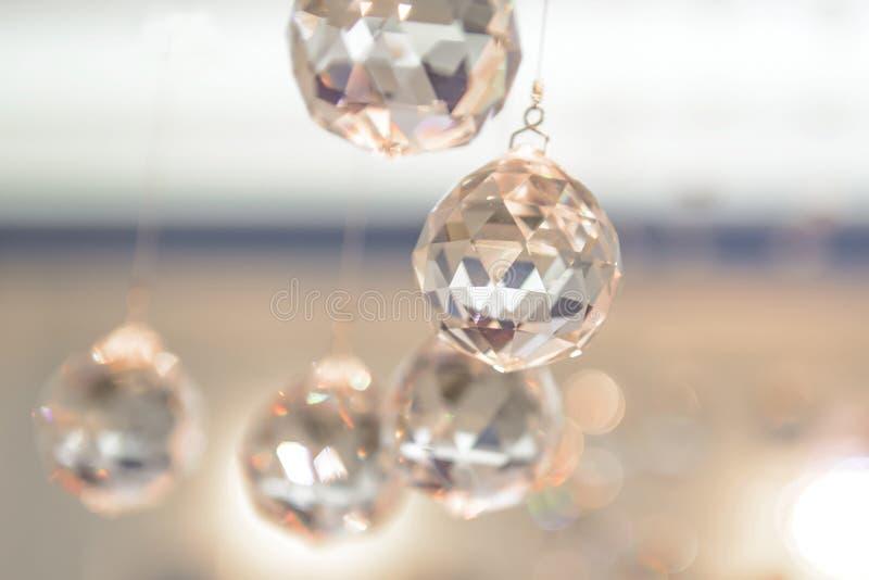Bollar är exponeringsglas fasetterat hänga royaltyfri bild