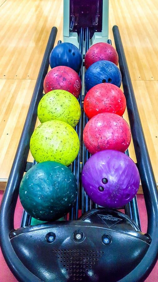 Bollar för att bowla leken royaltyfri fotografi