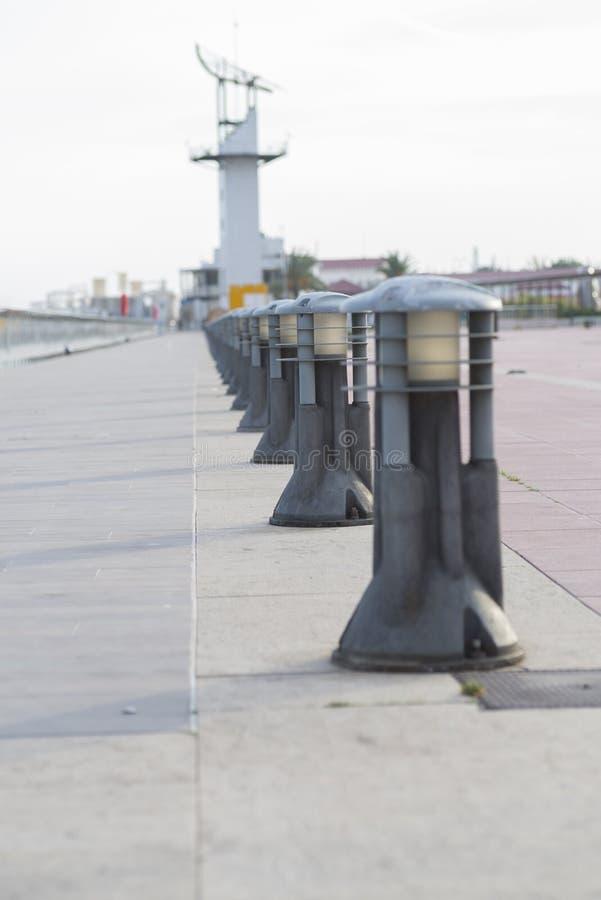 Download Bollards fotografia stock. Immagine di lampada, ripetuto - 56888580