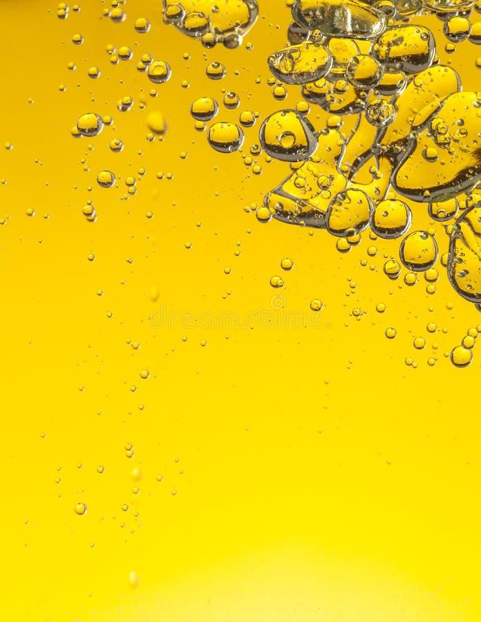 Download Bolle dell'olio in acqua immagine stock. Immagine di liquido - 55365863