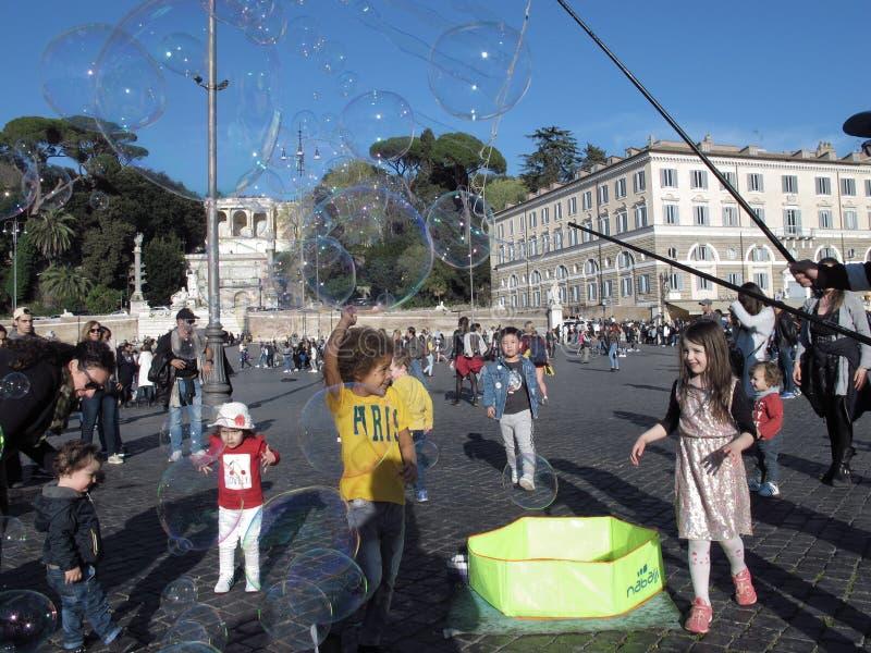 Bolle di sapone nel quadrato di Roma fotografia stock libera da diritti